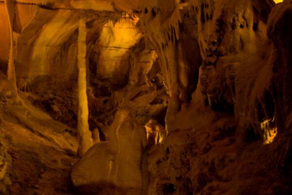 Grutas da Moeda: venha conhecer o interior da Terra