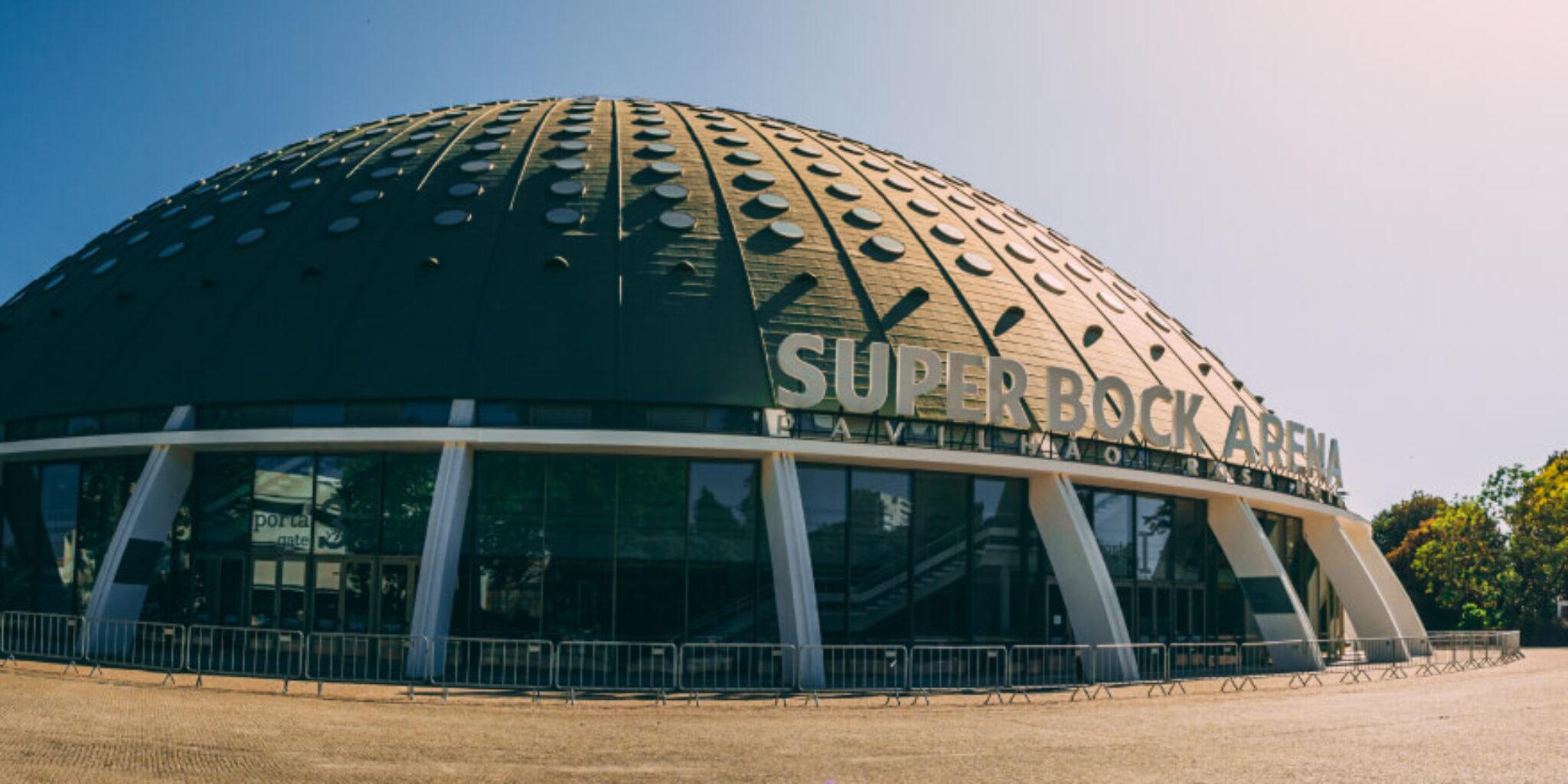 A Lua tem mais encanto no topo da Super Bock Arena